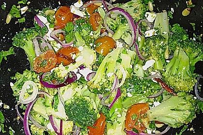 Mediterraner Brokkoli Salat 55