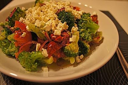 Mediterraner Brokkoli Salat 51