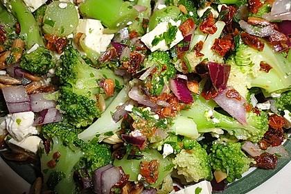 Mediterraner Brokkoli Salat 44