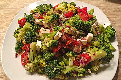 Mediterraner Brokkoli Salat 12