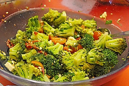 Mediterraner Brokkoli Salat 27