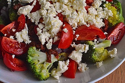 Mediterraner Brokkoli Salat 11