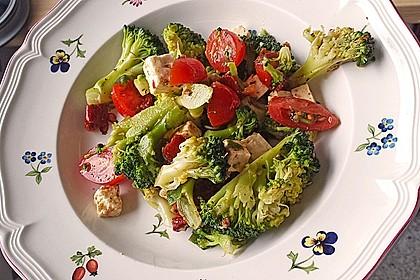 Mediterraner Brokkoli Salat 10