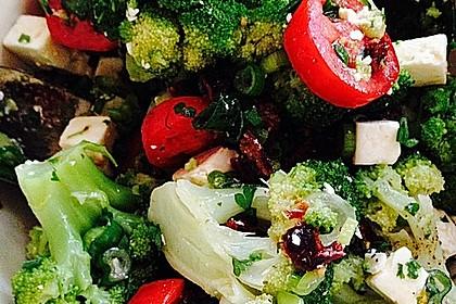 Mediterraner Brokkoli Salat 4