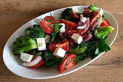 Mediterraner Brokkoli Salat 8
