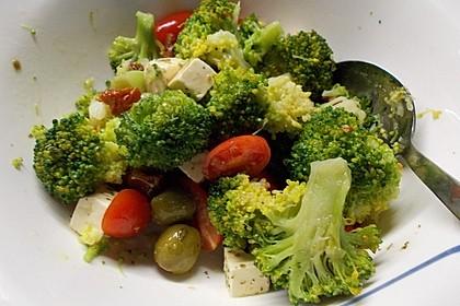 Mediterraner Brokkoli Salat 34