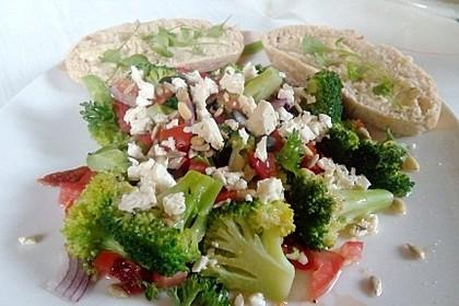 Mediterraner Brokkoli Salat 35