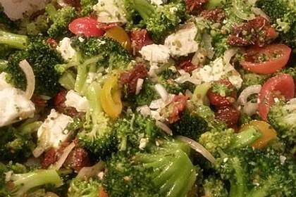 Mediterraner Brokkoli Salat 57