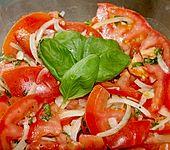 Tomatensalat auf italienische Art (Bild)