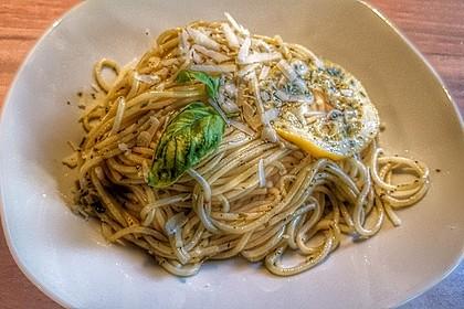 Spaghetti aglio, olio e peperoncino 32