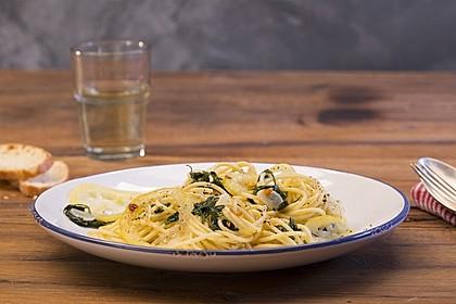 Spaghetti aglio, olio e peperoncino 4
