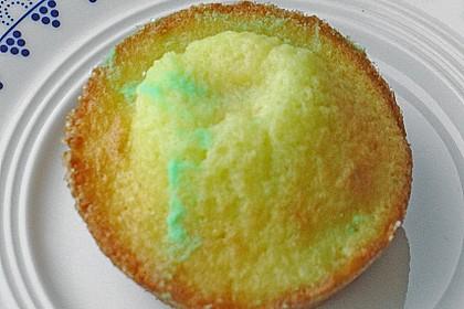 Muffins mit cremiger Waldmeister - Puddingfüllung 1