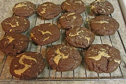 Schoko - Cookies mit Erdnussbutter - Füllung 26
