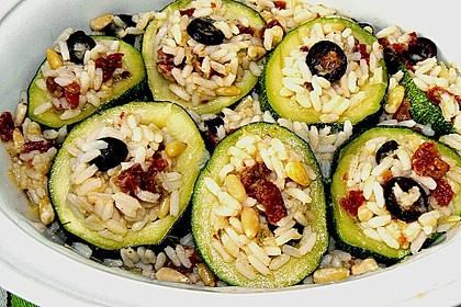 Zucchini gefüllt mit Reis, Basilikum und getrockneten Tomaten 1