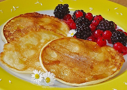 buttermilch pancakes unkompliziert und lecker rezept mit bild. Black Bedroom Furniture Sets. Home Design Ideas