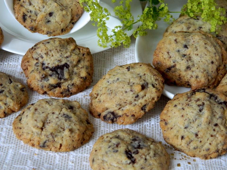 chocolate chip cookies rezept schnell hausrezepte von beliebten kuchen. Black Bedroom Furniture Sets. Home Design Ideas