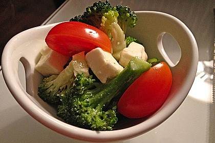 Knackiger bunter Brokkolisalat 10