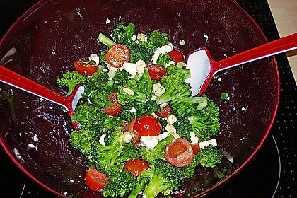 Knackiger bunter Brokkolisalat 12