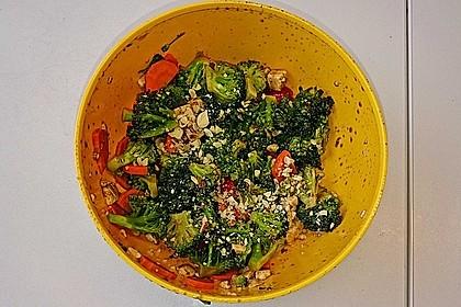Knackiger bunter Brokkolisalat 20
