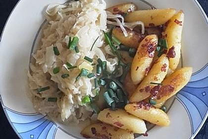 Schupfnudeln mit Sauerkraut und Speckwürfeln 1