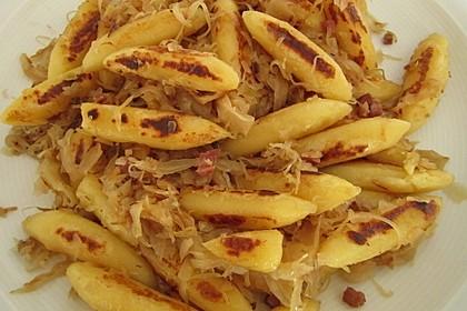 Schupfnudeln mit Sauerkraut und Speckwürfeln 10