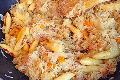 Schupfnudeln mit Sauerkraut und Speckwürfeln 21