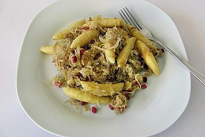 Schupfnudeln mit Sauerkraut und Speckwürfeln 14