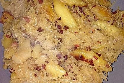 Schupfnudeln mit Sauerkraut und Speckwürfeln 22