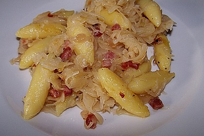 Schupfnudeln mit Sauerkraut und Speckwürfeln 2