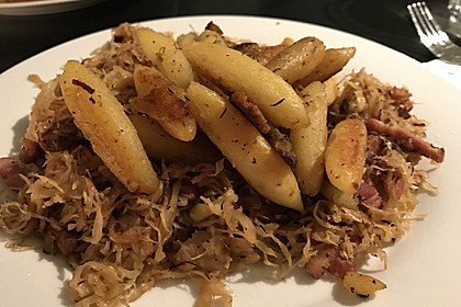 Schupfnudeln mit Sauerkraut und Speckwürfeln 6