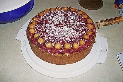 Fruchtige Käsetorte mit  Beeren und Amarettini 1