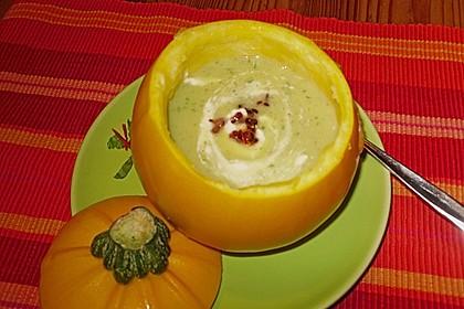 Suppe von gelber Zucchini mit Basilikum 5
