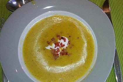 Suppe von gelber Zucchini mit Basilikum 3
