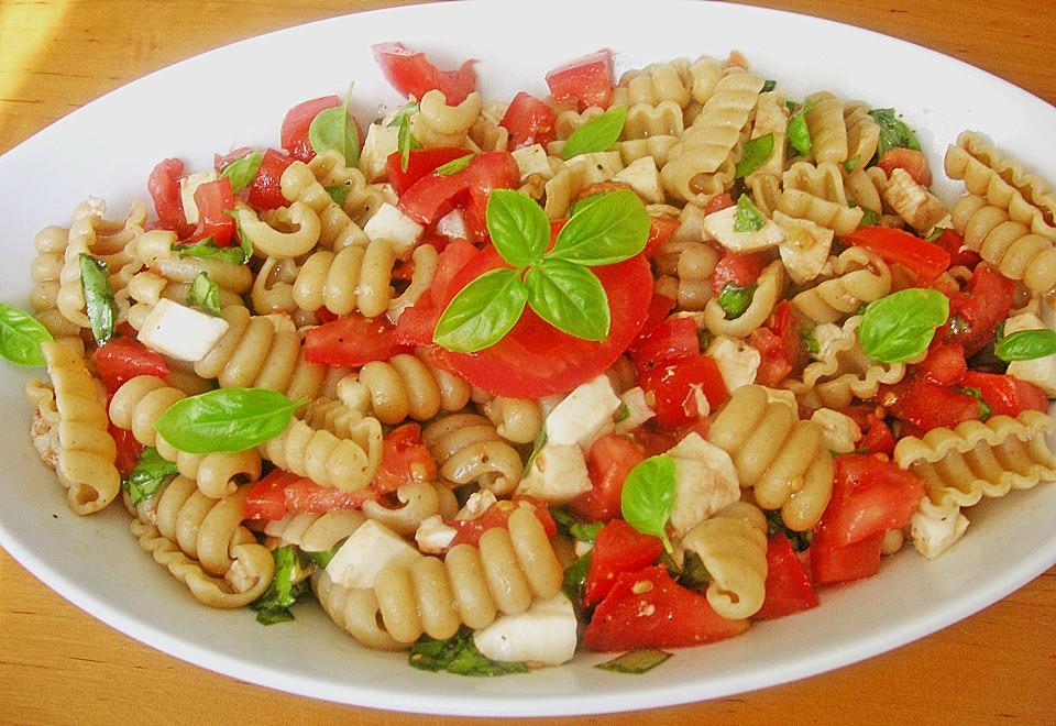 tomate mozzarella nudel salat rezept mit bild. Black Bedroom Furniture Sets. Home Design Ideas
