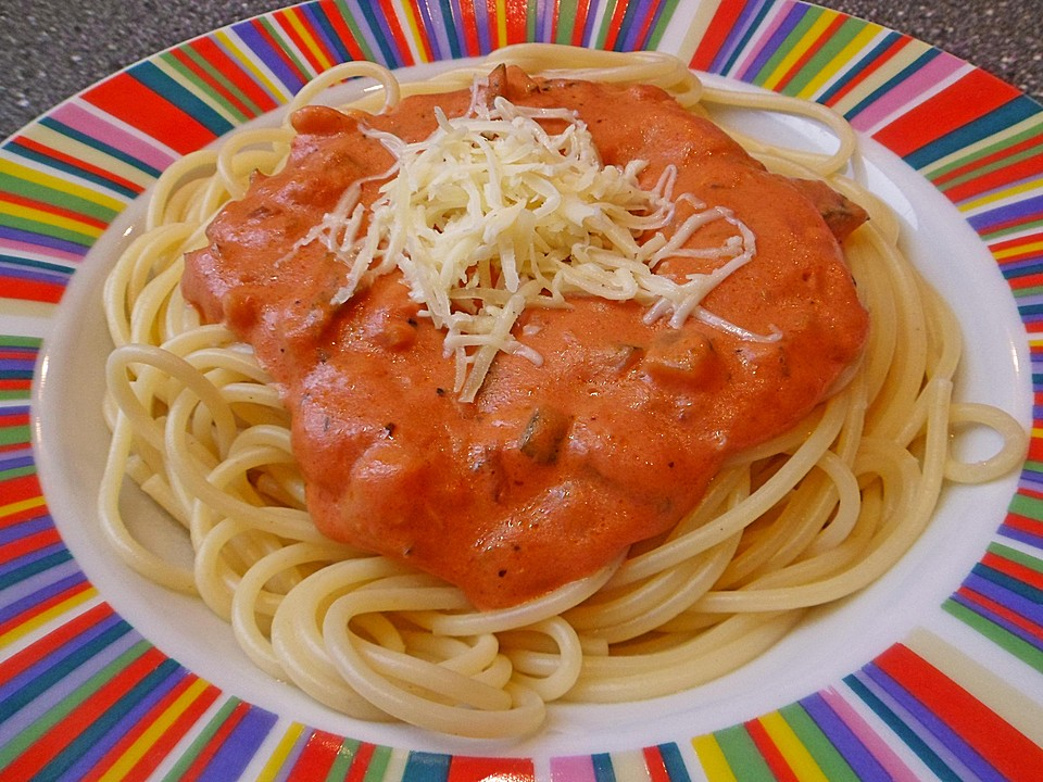 spaghetti mit zucchini ricotta tomatensauce von schwarzteetrinkerin. Black Bedroom Furniture Sets. Home Design Ideas