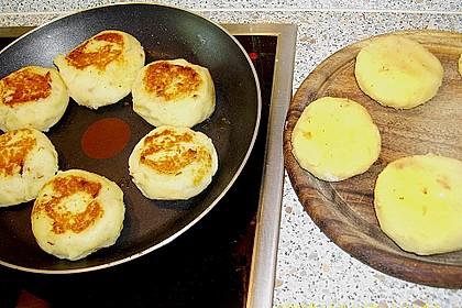 Kartoffelfrikadellen gefüllt mit Schafskäse 40