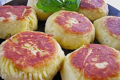 Kartoffelfrikadellen gefüllt mit Schafskäse 9
