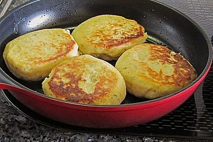 Kartoffelfrikadellen gefüllt mit Schafskäse 16