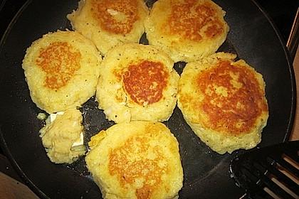 Kartoffelfrikadellen gefüllt mit Schafskäse 41