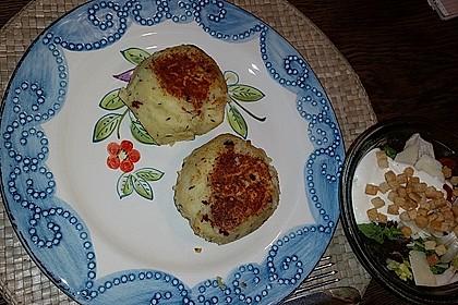 Kartoffelfrikadellen gefüllt mit Schafskäse 26
