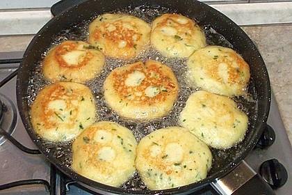 Kartoffelfrikadellen gefüllt mit Schafskäse 23