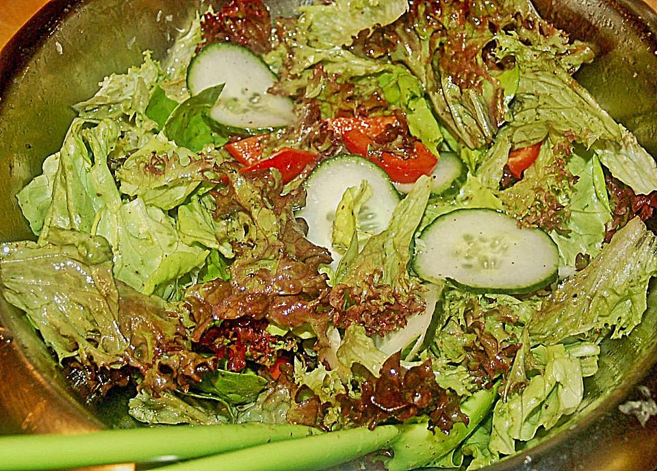 bunter salat mit walnuss