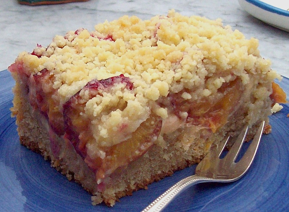 Zwetschgenkuchen mit streusel und pudding