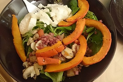 Lauwarmer Kürbissalat mit Rauke, Basilikum und Ziegenkäse 8