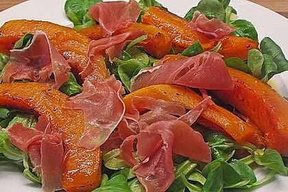 Lauwarmer Kürbissalat mit Rauke, Basilikum und Ziegenkäse 5
