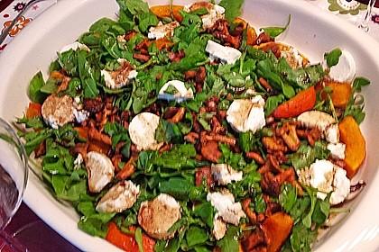 Lauwarmer Kürbissalat mit Rauke, Basilikum und Ziegenkäse 12
