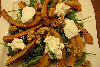Lauwarmer Kürbissalat mit Rauke, Basilikum und Ziegenkäse 10