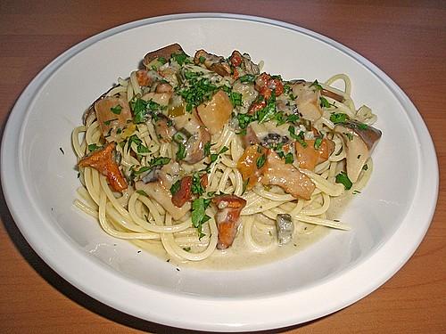 spaghetti mit gemischten pilzen in gorgonzolasauce rezept mit bild. Black Bedroom Furniture Sets. Home Design Ideas