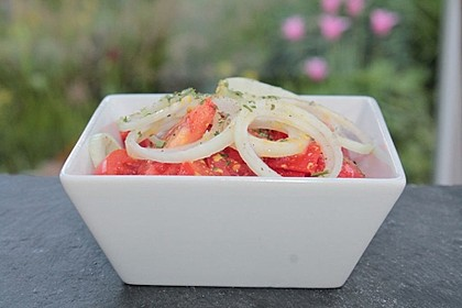 Tomaten - Zwiebel - Salat