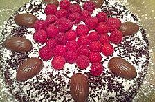 Angies saftiger Schokoladenkuchen mit Kaffee und frischen Himbeeren